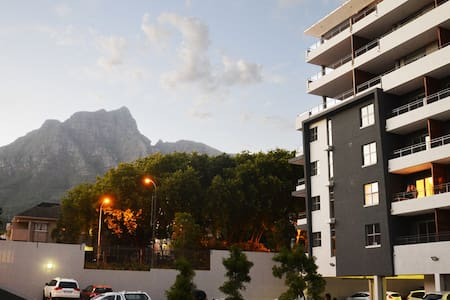 Chic, convenient, Newlands apartment with views! - Cape Town - Apartment