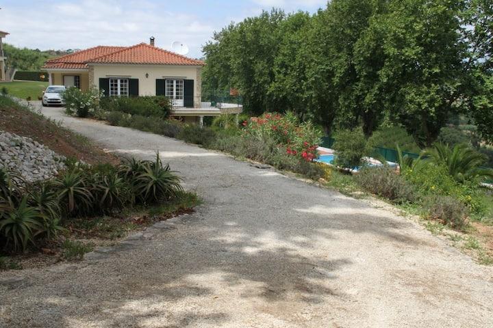 Superbe villa avec piscine et grand jardin