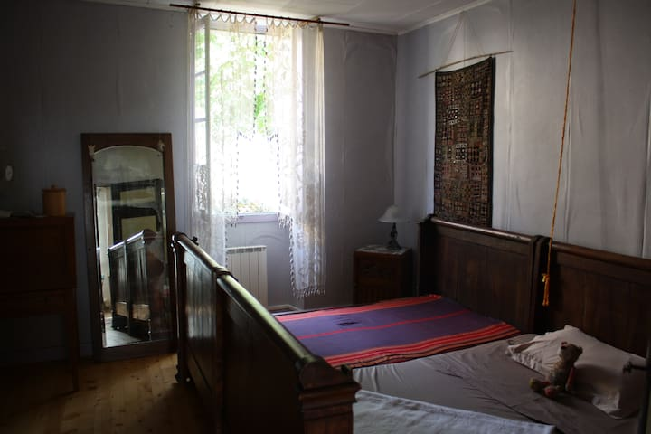 Bedroom 1 : Large beds (singles or large double)- first floor