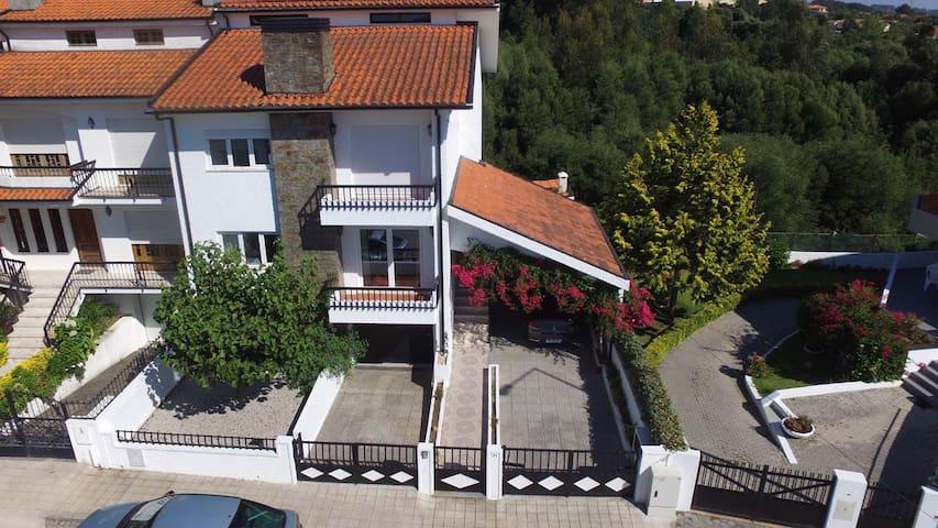 Beautiful and spacious house - Vila Nova de Gaia - บ้าน