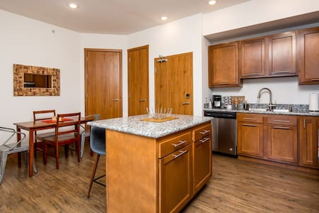 3BR Tower Apt at The Grand Castle