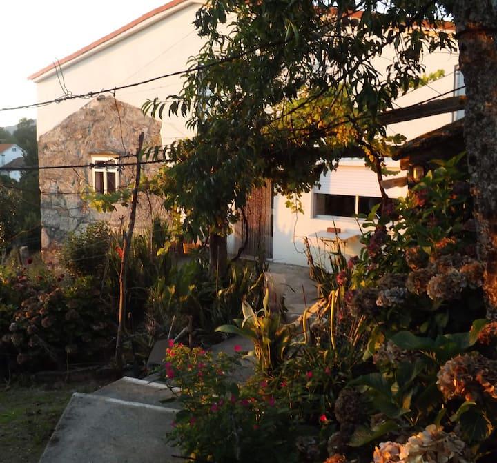 Covelo casa rustica en pueblo muy tranquilo