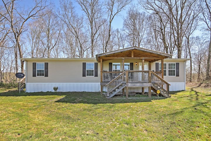 """""""Piney Cave"""" 2BR Dickson House w/Hot Tub & Deck!"""