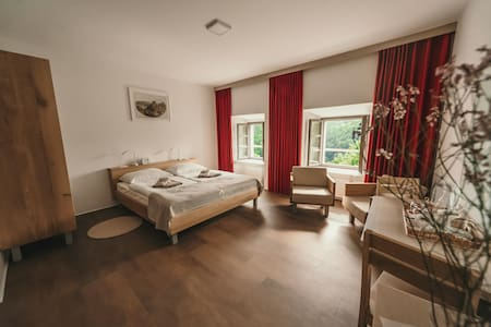 ★Castle holidays★ Spacious Windischgratz room