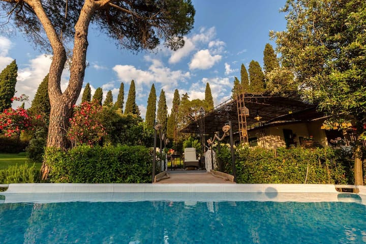 Romantic and Luxury COTTAGE NANNI with Pool