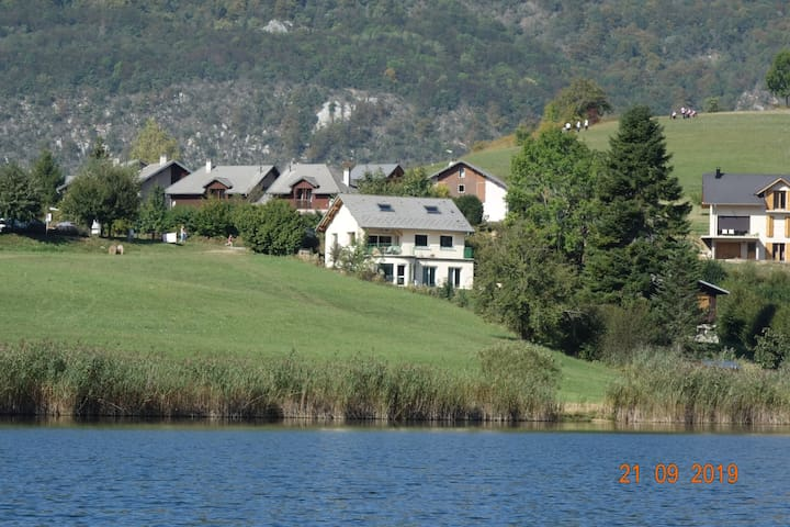 Au bord du lac.