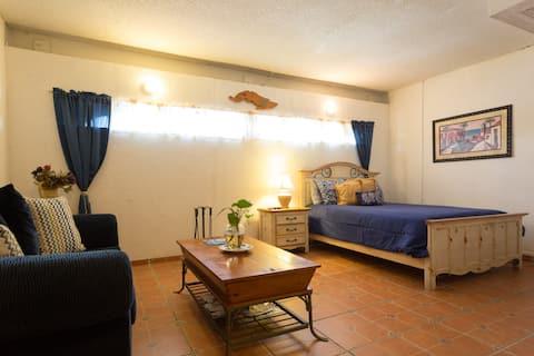 tropical studio,private entrance