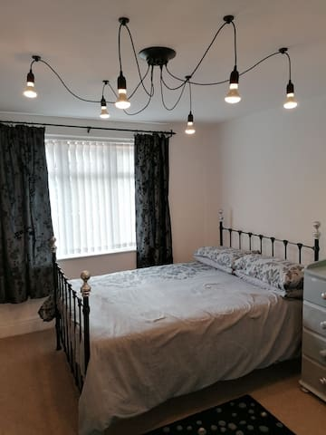 Blackpool center double bedroom shared bathroom