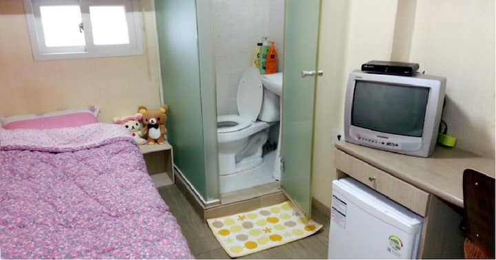 Private Hostel in Sinchon & Hongdae!