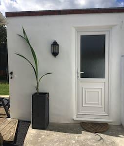 Brighton (Southwick) self contained studio flat