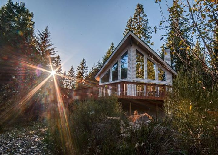Wy'east View Chalet-Hot tub- walk to Sandy River!
