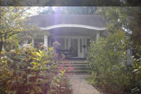 Charming 1920s master bungalow. - Cleveland Heights - Ház