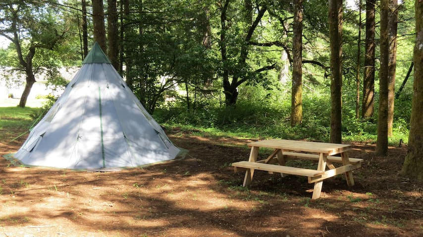 PRIVATE CAMPING, TEPEE,  NEAR MOTOCROSS
