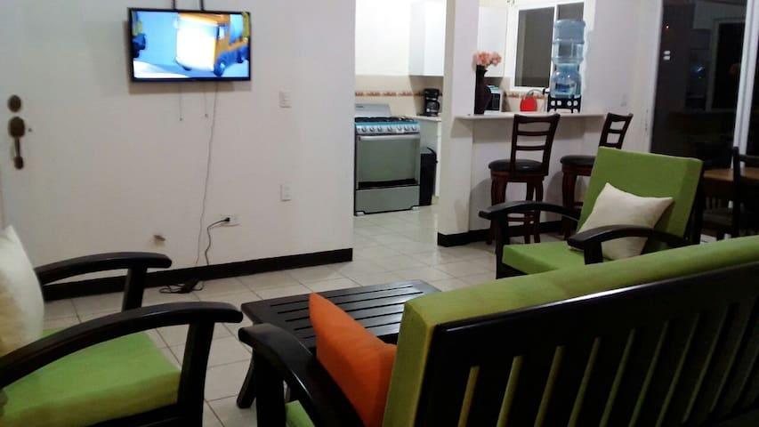 Casa de Mario (silent, safe, fresh weather,WiFi) - Managua - Talo