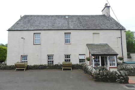 Auchenlaich Farmhouse, Garden Room - Stirling - Bed & Breakfast