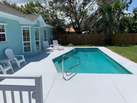ADORABLE HOME W/PRIVATE POOL & OPTIONAL GOLF CART!