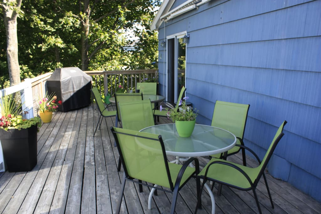 50-foot back deck with bridge and harbour views. Come equipped with two tables, 10 chairs, and a large stainless steel BBQ.