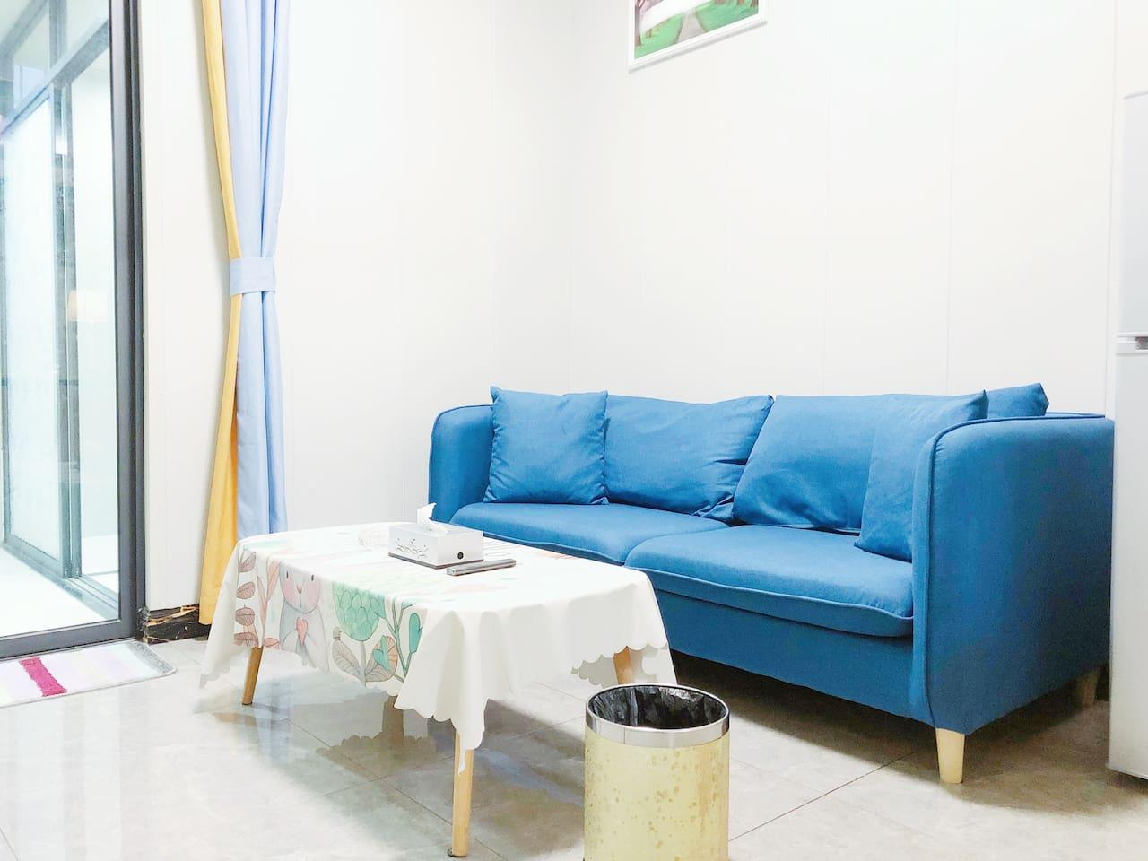 现代轻奢的温馨客厅