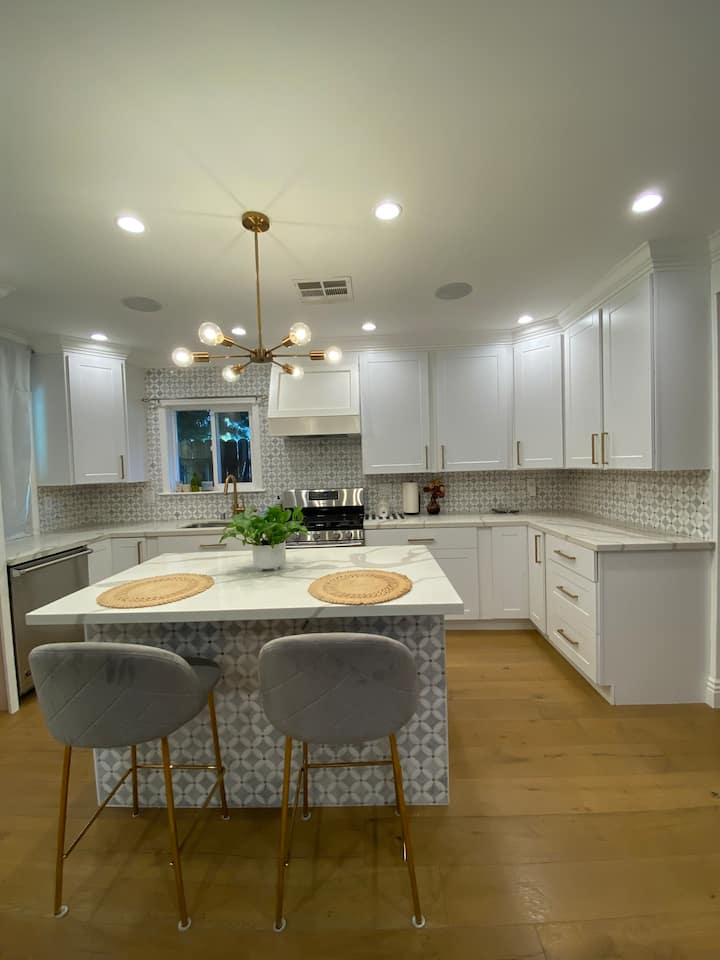 New cottage in the heart of Burbank