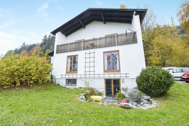 """Charming Holiday Apartment """"Ferienwohnung Keul"""" with Mountain View, Wi-Fi and Balcony; Parking Available"""