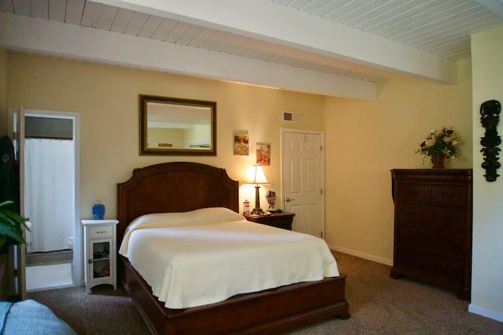 Master Bedroom queen size bed