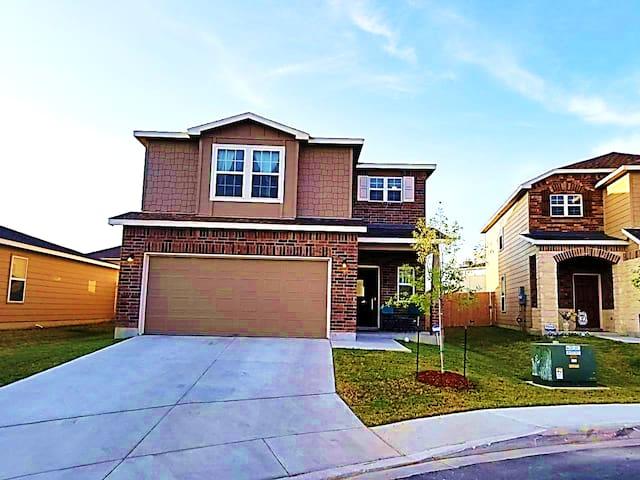 Moga's Home <3 San Antonio Suburbs