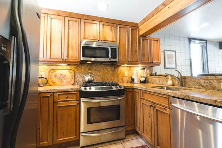 Creekside Ideal for Ski Trips & In-Town: 3 BR+Loft