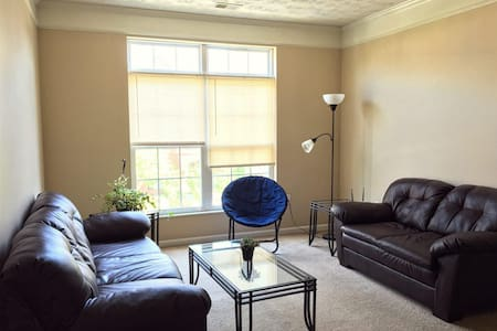 Private bedroom minutes from campus-Clean&Quiet - Pis