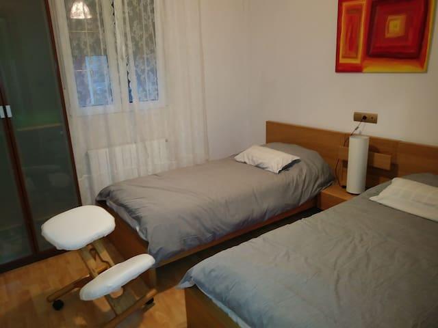 Limonero al sur, dos camas, cocina, jardin y wifi.