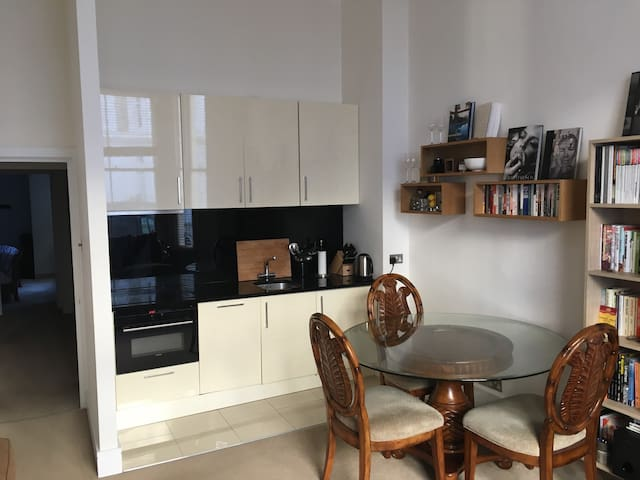 Great Double Room in West Kensington - Londres - Apartamento