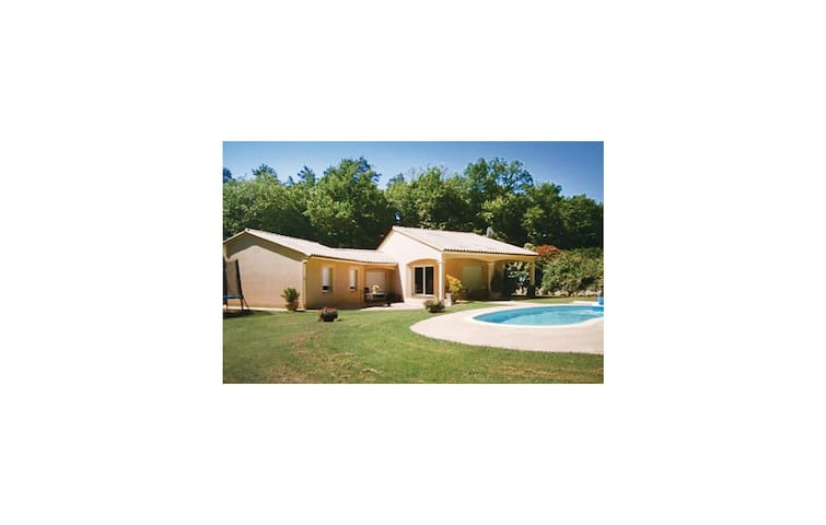 Holiday cottage with 3 bedrooms on 120 m² in Savignac Les Eglises