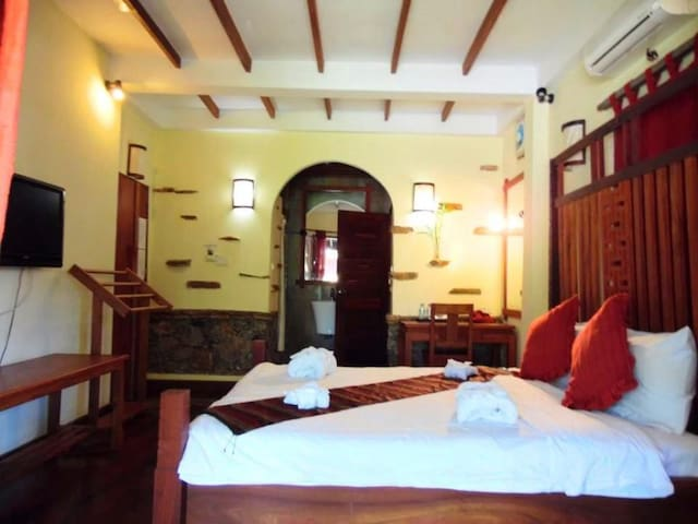 Deluxe Double Room With Balcony of ChaluenxayVilla - Luang Prabang