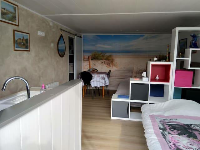 Paisible studio à 5 minutes de la plage