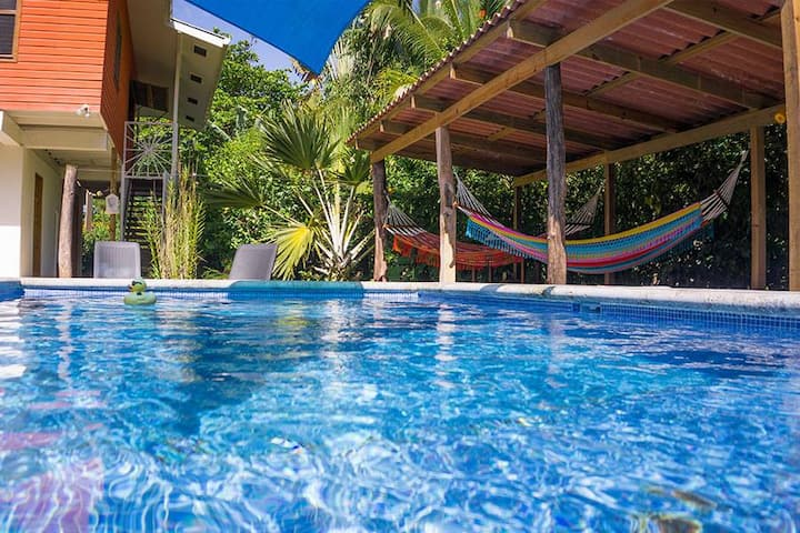 Beach House with private pool, Bocas del Toro