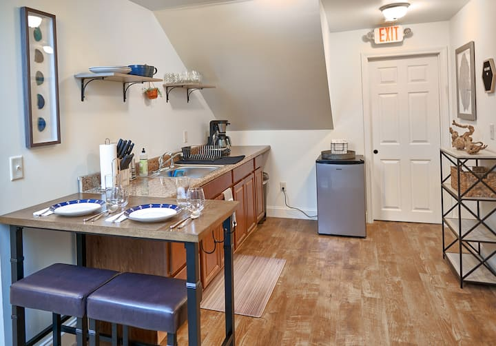 King Bed in Downtown Portsmouth | Private Suite