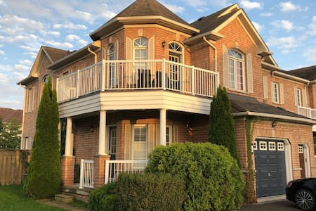 Cozy JR Bachelor in Whitby Shores Home