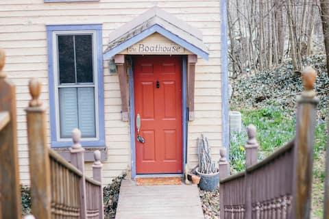 Charming Historic Boathouse Roanoke, IN