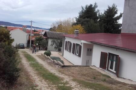 Apartment Biser A2 Sukosan, Zadar riviera - ซุโคซัน - อพาร์ทเมนท์
