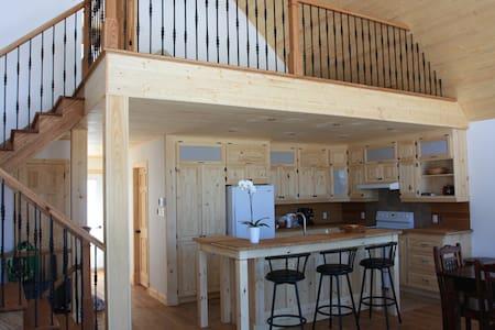 Magnifique maison neuve, vue montagne+lac - Lac-Beauport