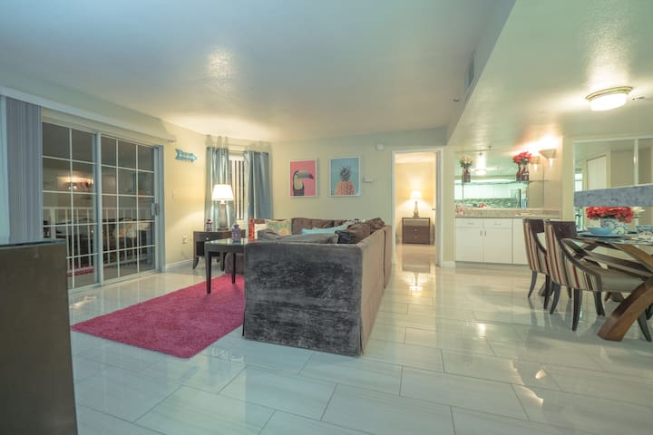 (C722)By Strip W/Balcony & Golf Course Views!!