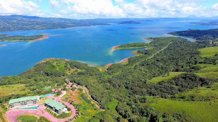 2B / 2B IMPRESSIVE LAKE ARENAL, 3 POOLS, FULL KIT