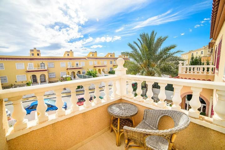 Casa Bonita, a Pretty Townhouse close to Alicante - Monforte del Cid - Reihenhaus