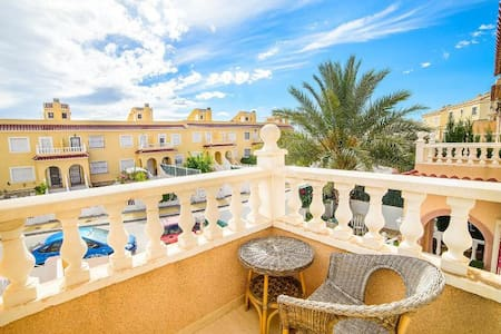 Casa Bonita, a Pretty Townhouse close to Alicante - Monforte del Cid
