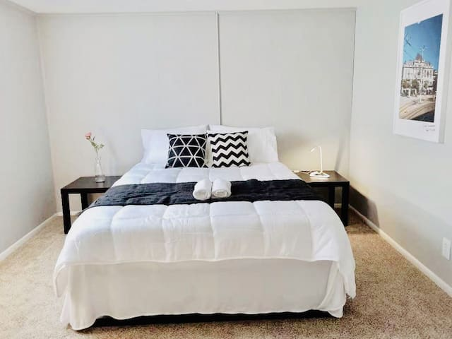 ★ 5-min to CMH Airport★ Parking ★ Fast WiFi ★