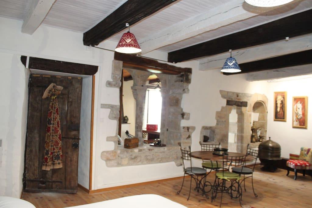 d 39 ici et d 39 ailleurs emergence maisons louer cordes sur ciel languedoc roussillon midi. Black Bedroom Furniture Sets. Home Design Ideas