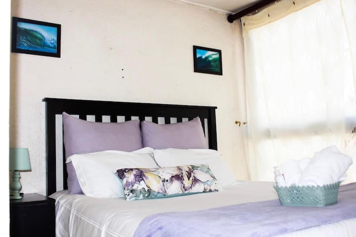 Trendy self-contained apartment 10min - OR Tambo