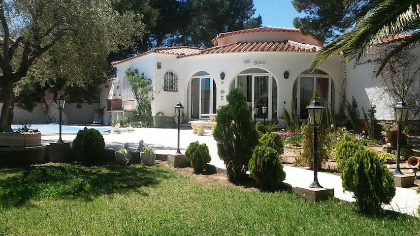 Private double room in cozy house - Miami Platja