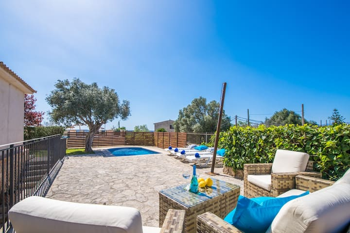 ☼ Can Busca, Ggeat village house with pool