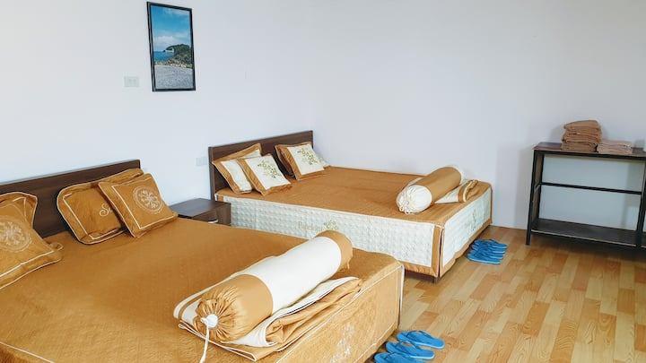 Cozy, private room for 4 - B Stay Phu Quoc