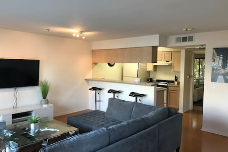 Beautiful and Modern Flat near the Beach! - Santa Monica - Apartment
